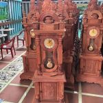 đồng hồ gỗ mái nhà