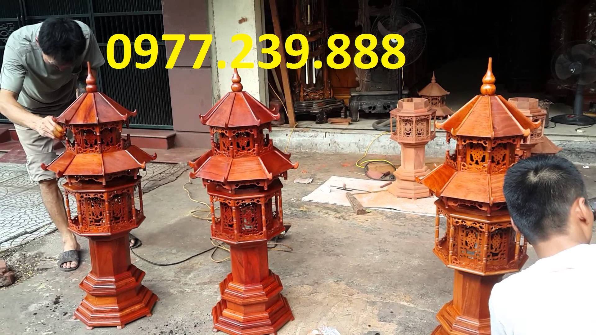 đèn mái chùa bằng gỗ